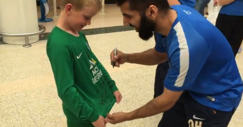 qadeers signs autographs.PNG